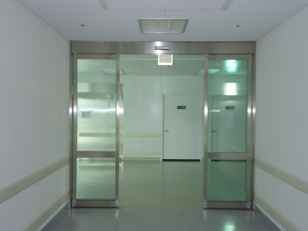 DOULE AUTO DOOR WITH GLASS